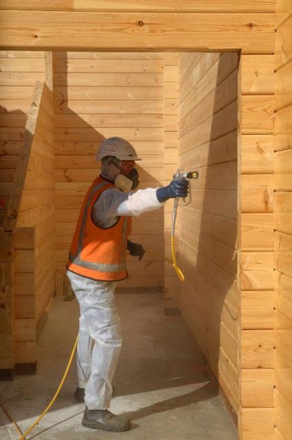 Pistolet do natrysku drewna w budownictwie