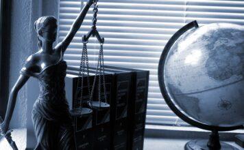Jak wybrać prawnika dla firmy